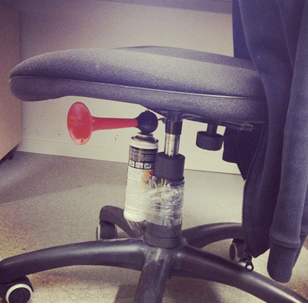 airhorn-in-the-chair